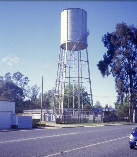 h01833 water tower and tank millard street wangaratta view from street she project 2003