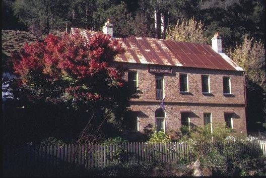 h00326 lwindsor house right hand branch walhalla side view she project 2003