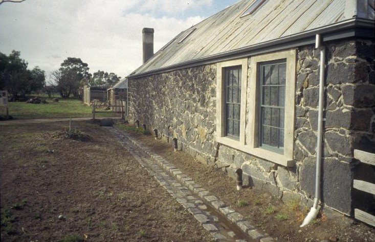 h00979 ziebells farm gardenia st thomastown farmhouse north wall stone gutter she project 2003