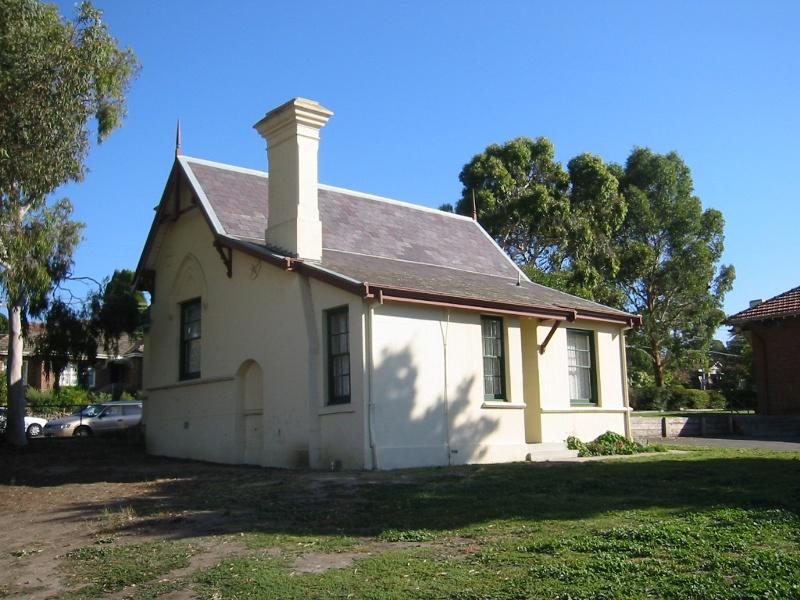 h01617 former head teacher's residence heidelberg side view 02 jan2001