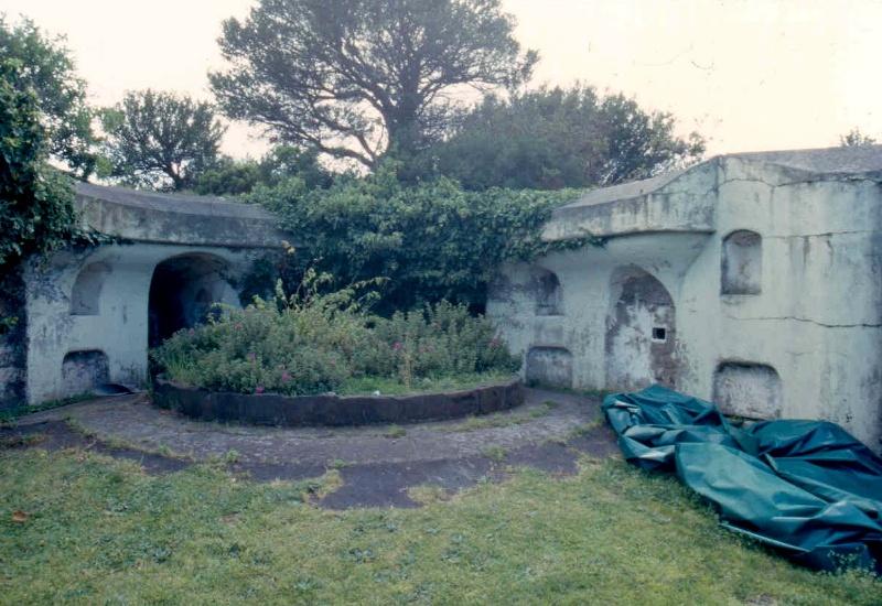 h01090 1 fort franklin portsea gun emplacement 02 0903 mz