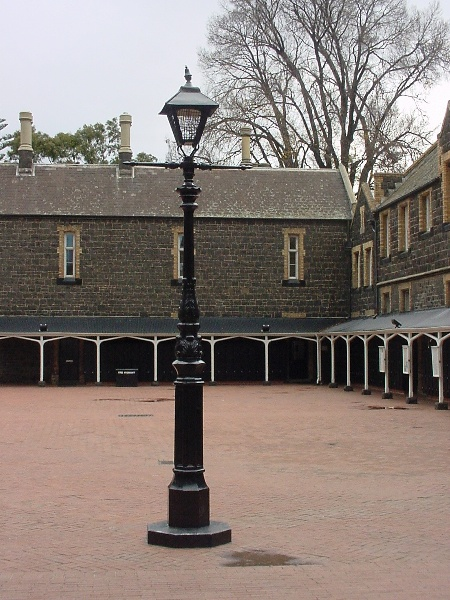 h00019 melbourne grammar school st kilda road melbourne quad lamp she project 2004