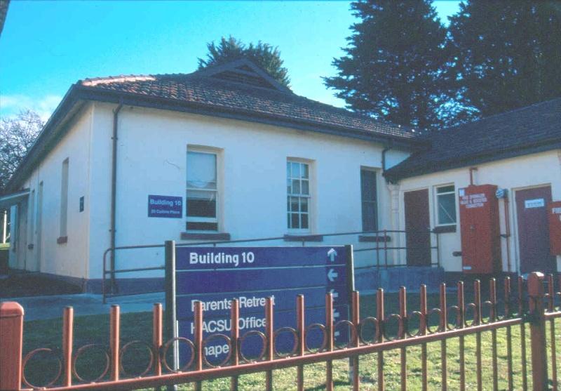 h02073 kew cottages building 10 july2004 mz