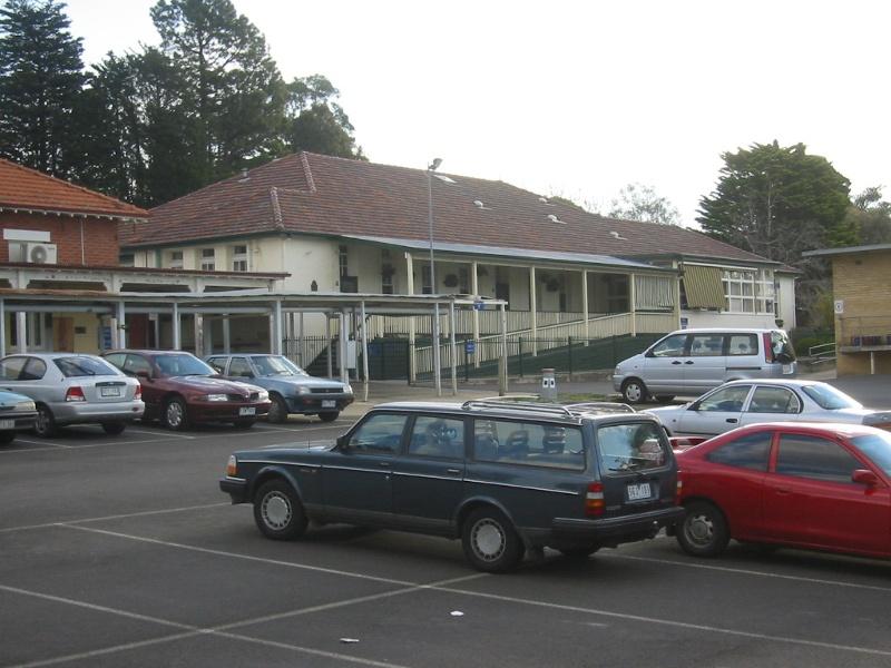 h02073 kew cottages building 11 july2004 mz