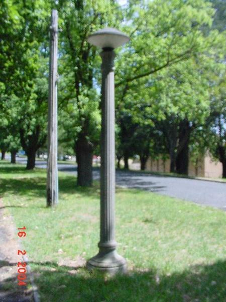 h02073 kew cottages main drive light feb04 jh