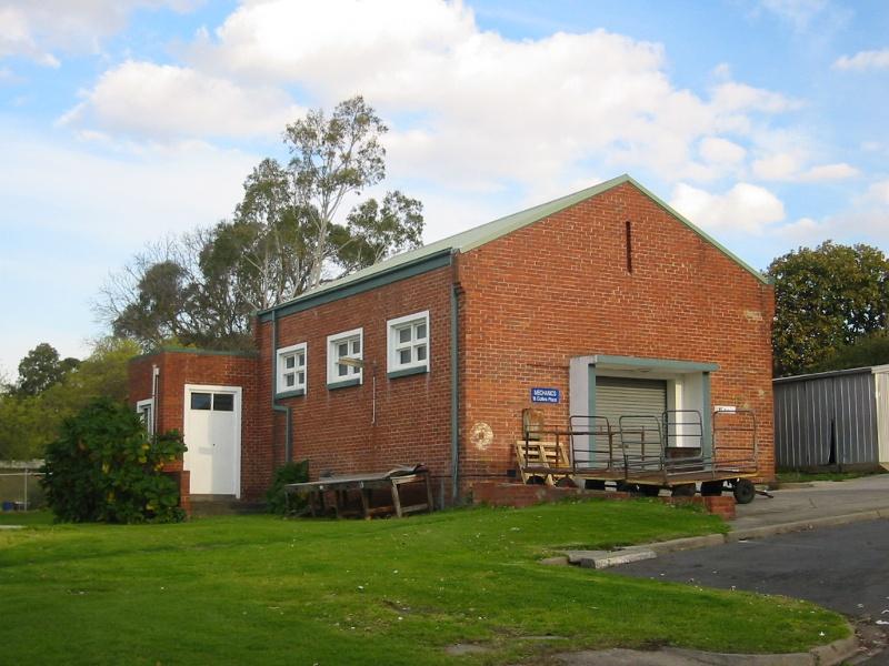 h02073 kew cottages mechanics building july2004 mz
