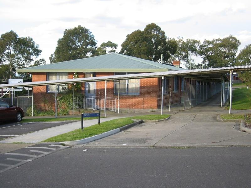 h02073 kew cottages unit 13 july2004 mz