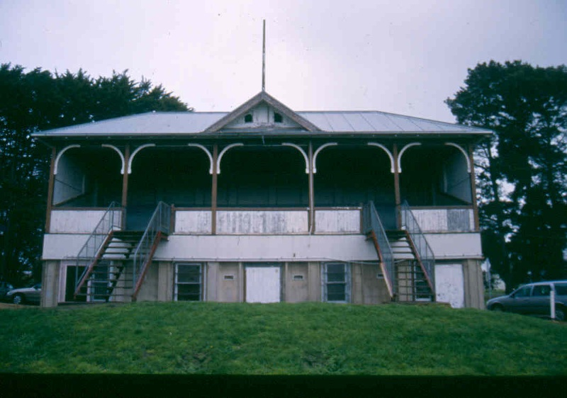 h01525 1 winchelsea grandstand front1