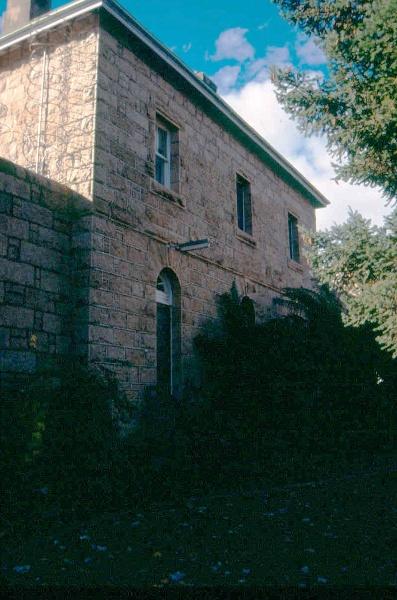 h01549 h m prison william street beechworth exterior gaolers quarters june2004