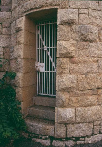 h01549 h m prison william street beechworth south esat tower door detail june2004