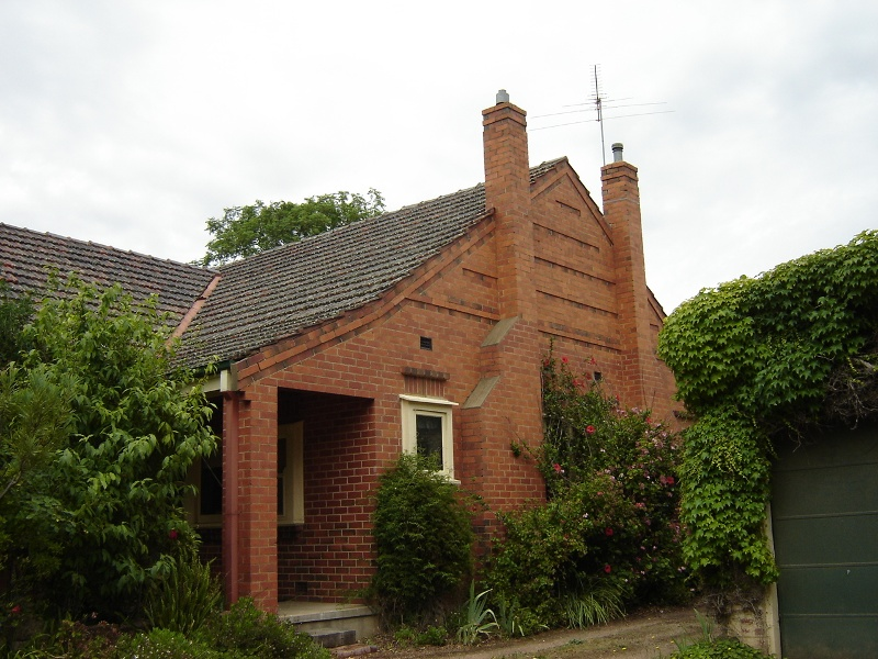 h01065 holy trinity anglican cathedral precinct wangaratta house 11 the close 2005
