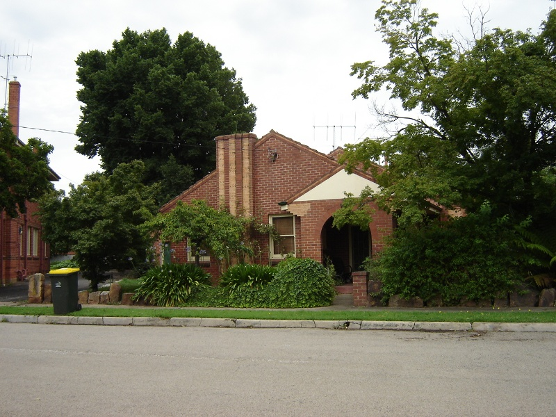 h01065 holy trinity anglican cathedral precinct wangaratta house 7 the close 2005