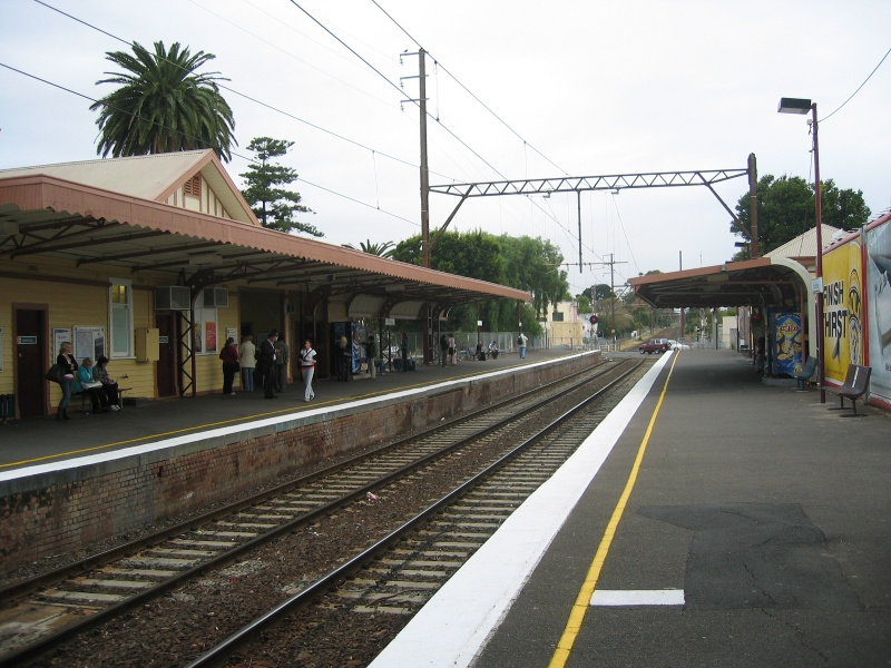 Mentone_Railway_Station_may_05_upside