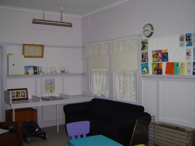 h00054 croydon maternal health centre may05 main room