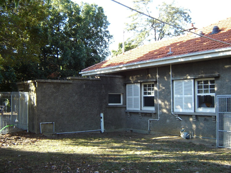 h00055 east kew baby centre may05 rear2