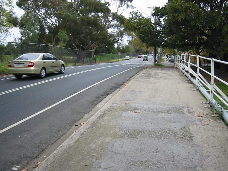 h02080 st kilda street bridge elwood footpath mz may2005