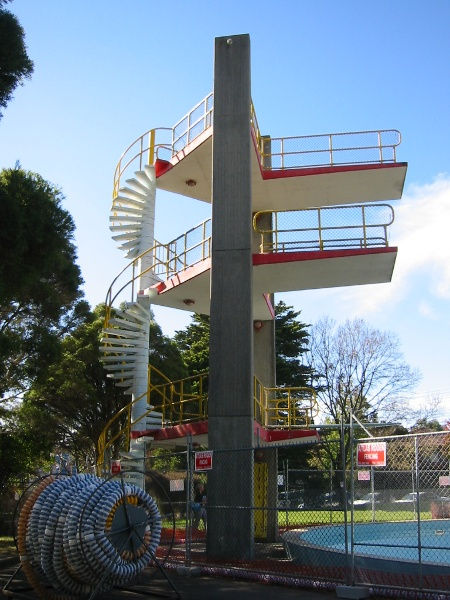 h00069_Harold_Holt_Swim_Centre_May_05_diving_tower