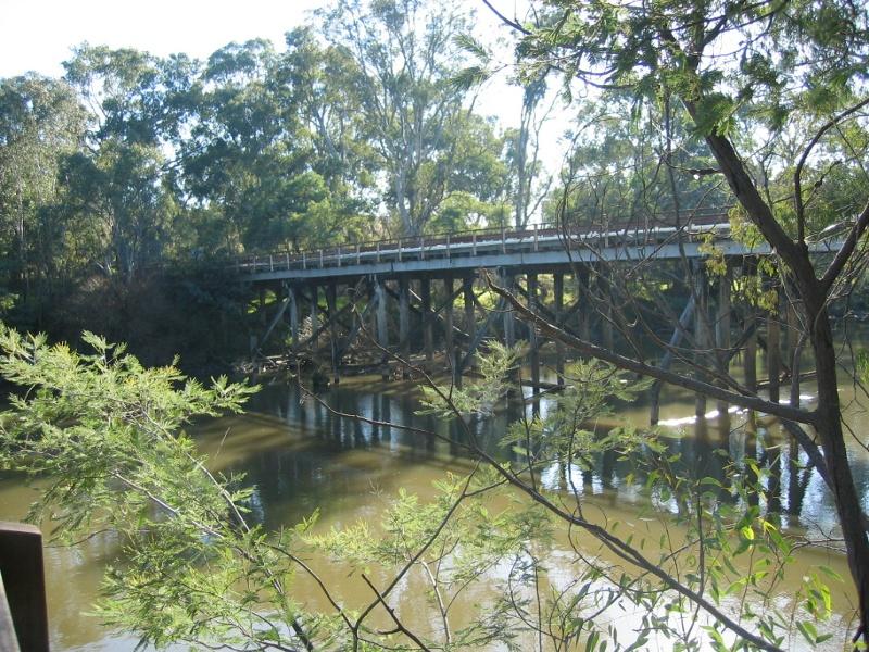 h00092 ol goulburn riv bridge seymour july 05