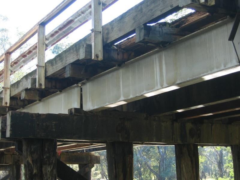 h00092 ol goulburn riv bridge seymour july 05 steel joists