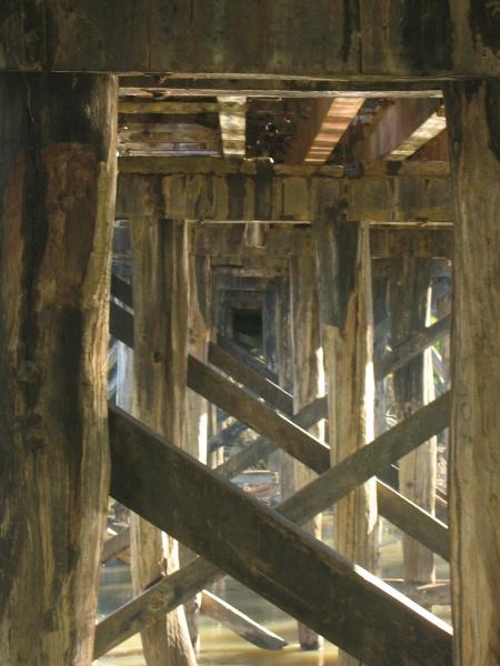 h00092 ol goulburn riv bridge seymour july 05 trestles
