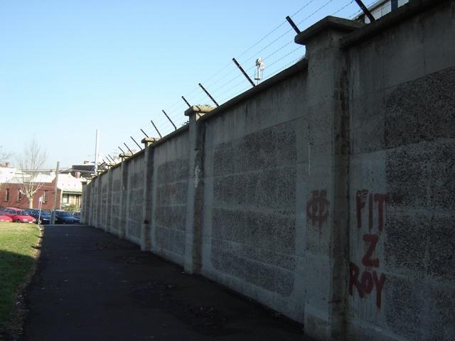 h00075 victoria park abbotsford june05 bath street concrete wall