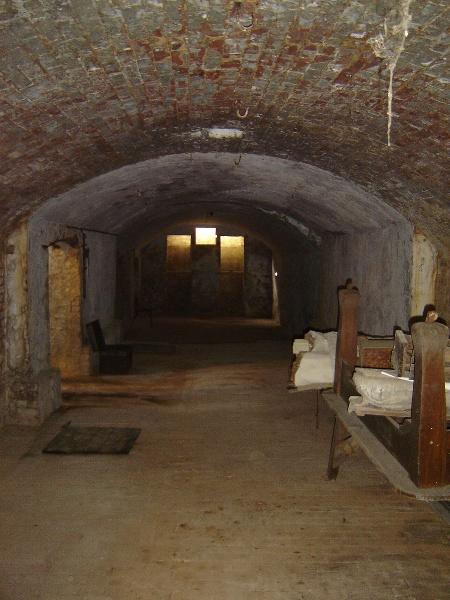 h02087 1 kahlands winery bendigo cellar 01 aug2005 mz