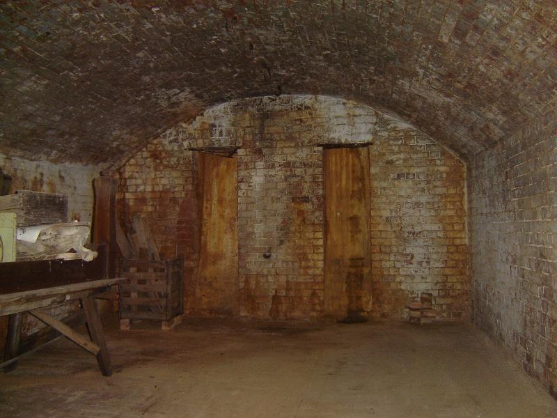 h02087 kahlands winery bendigo cellar 02 aug2005 mz