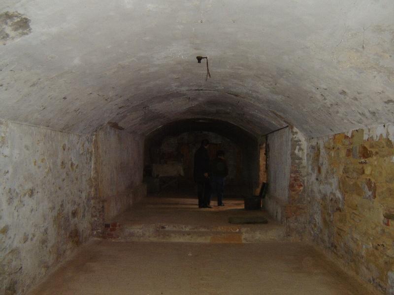 h02087 kahlands winery bendigo cellar 03 aug2005 mz