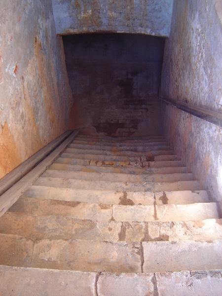 h02087 kahlands winery bendigo stairs 03 aug2005 mz