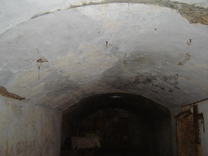 h02087 kahlands winery bendigo ceiling hooks aug2005 mz