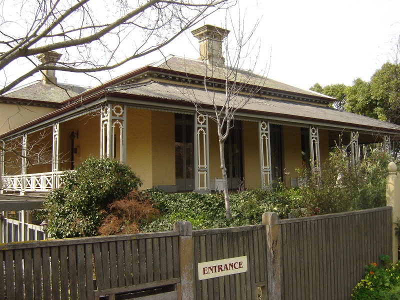 H0824 Bindley house kilmore sept05 front