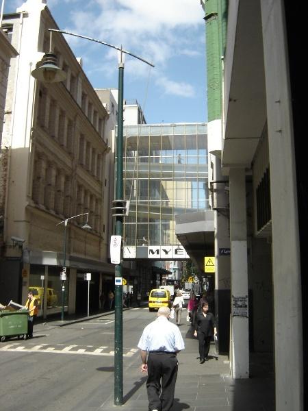 H2100 myers melbourne little bourke street sky bridge jan06 jb