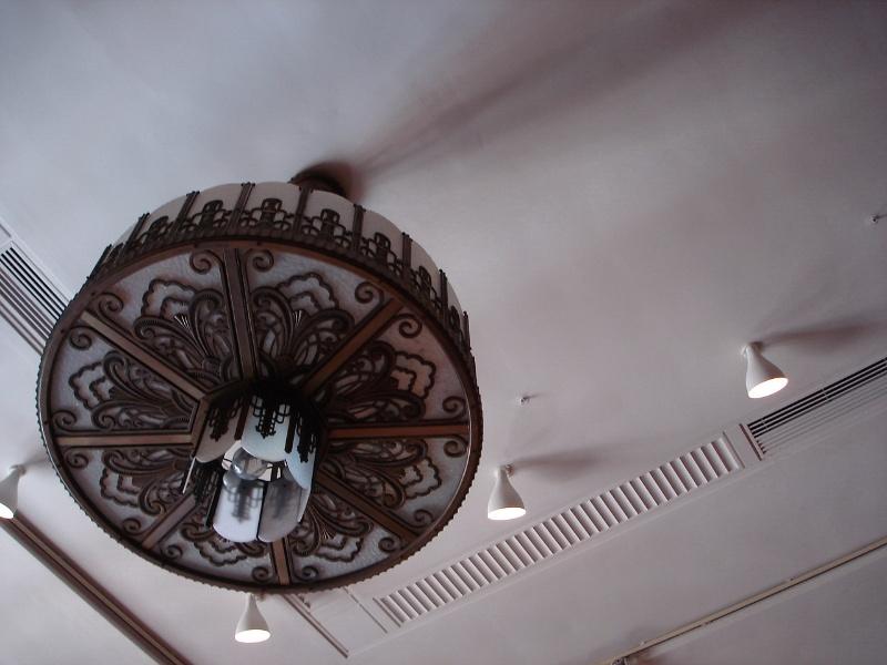H2100 Myers Melbourne mural hall chandelier feb2006 jb 029