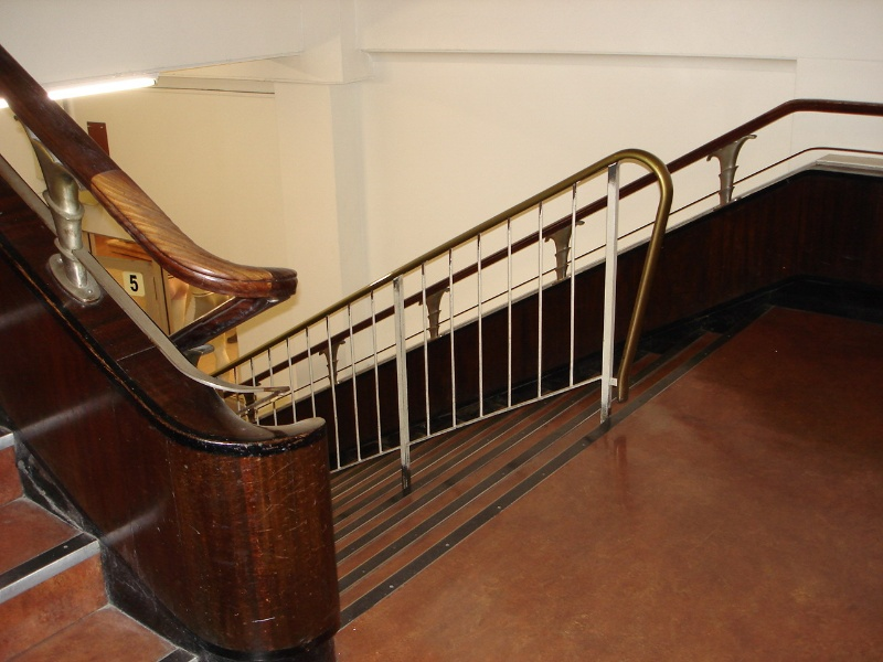 H2100 myers melbourne deco stairs 21 02 06 JB