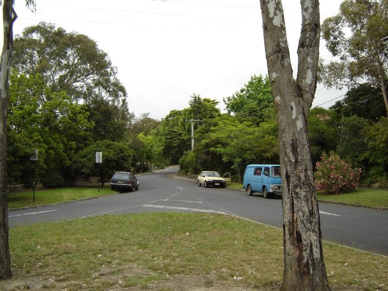 H2103 1 Glenard Estate Glenard DriveDec 2004 mz 001
