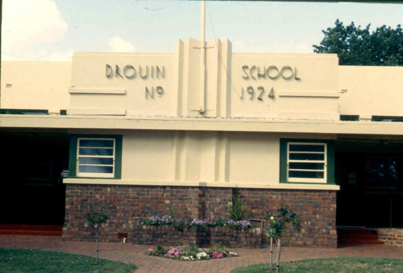 Primary School Number 1924 Drouin Front