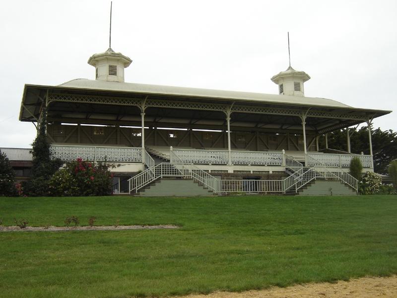 14252 Hamilton racecourse 4Sept06 grandstand7