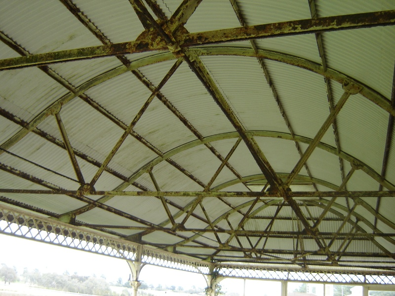 14252 Hamilton racecourse 4Sept06 grandstand roof