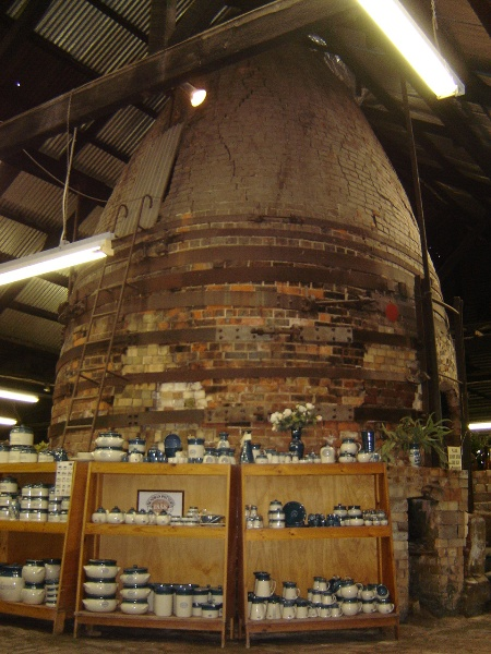 Bendigo Pottery Bottle Kiln (S1) 16 August 2005 mz