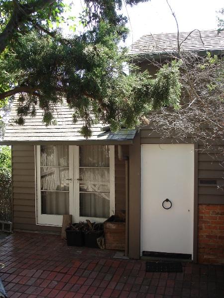 5345 Ramsay House Mt Eliza Front Door 23 March 2006 mz