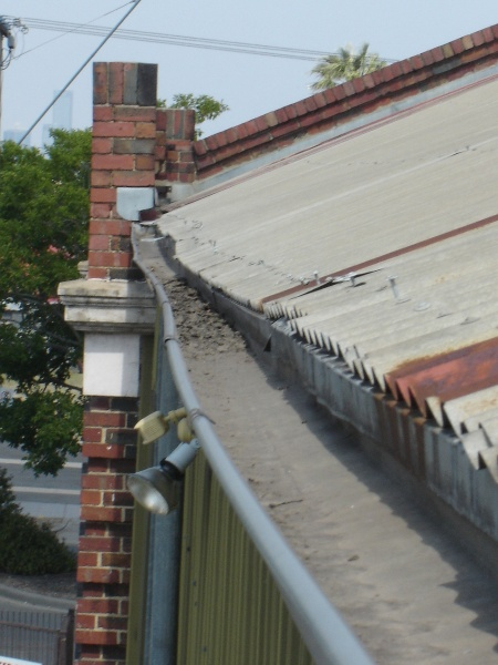 H1343 Existing condition - Eaves gutter north side. Dec 2006.