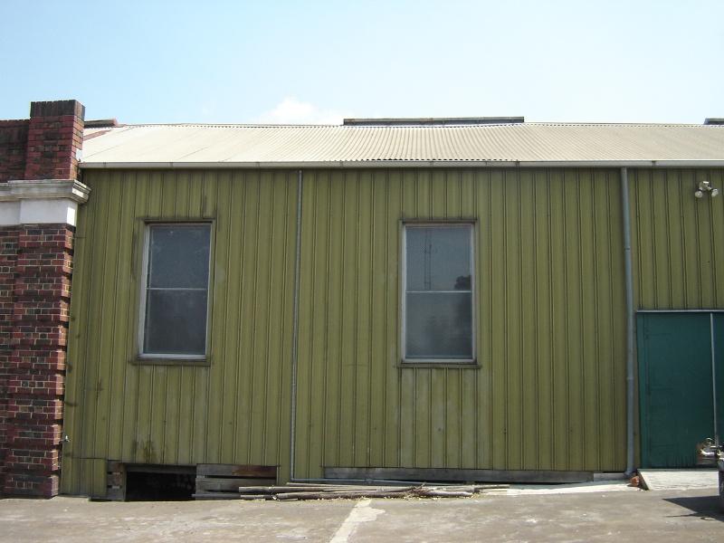 H1343 Exterior - North facade, note sagging roof sheeting. Dec 2006.