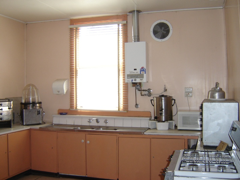 H1343 Interior of kitchen extension - general view. Dec 2006.