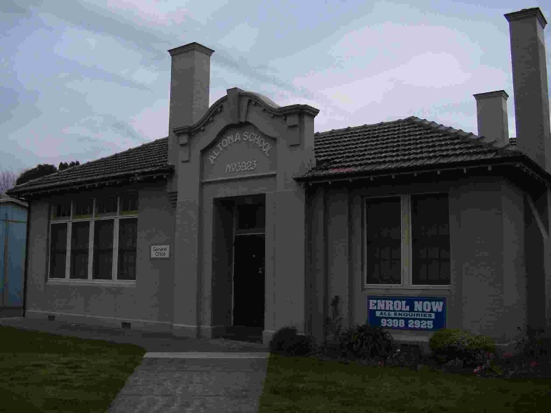 Altona Primary School No. 3923 Complex and trees, Hobsons Bay Heritage Study 2006 - The image shows the 1922 entrance