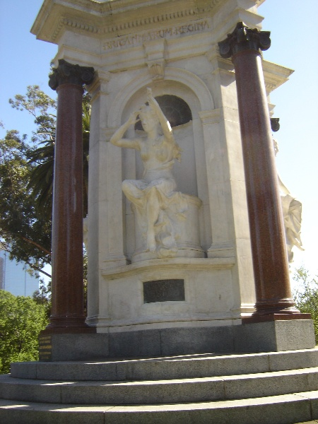 queen vic memorial birth nov06 jb