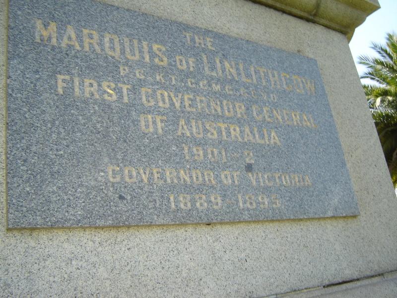 H0366 plaque linlithgow monument Nov06 jb