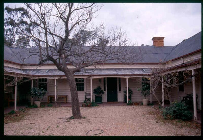 H0305 Tottington Homestead courtyard