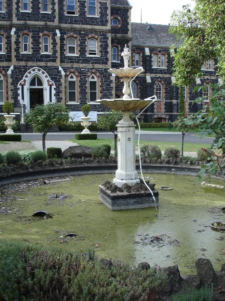 Rose fountain 12 April 2007