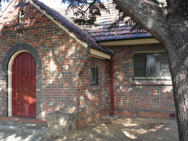 royal park pavilion front entrance detail apr07 jmb