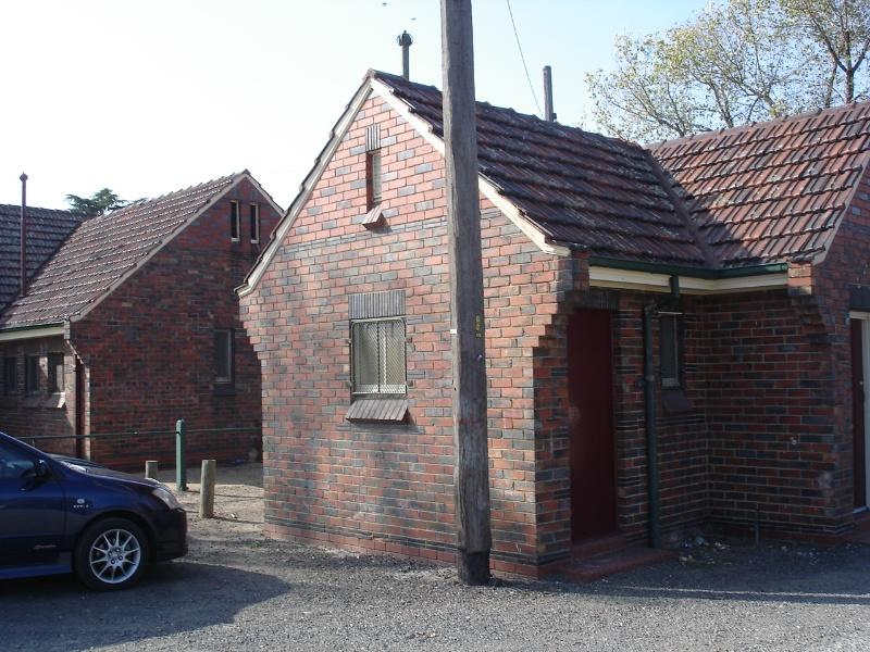 royal park toilet block pavilion apr07 jmb